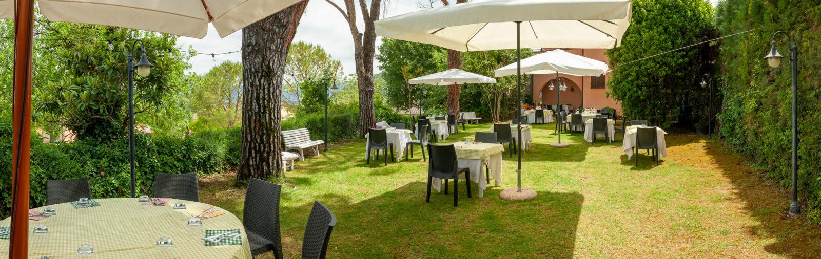 la-fattoria-ristorante-pizzeria-albergo-giardino-panoramica-2