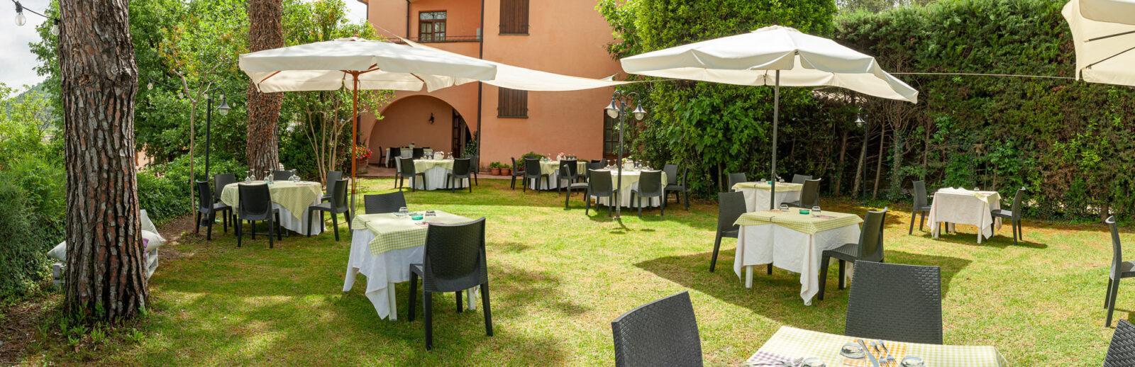 la-fattoria-ristorante-pizzeria-albergo-giardino-panoramica-3