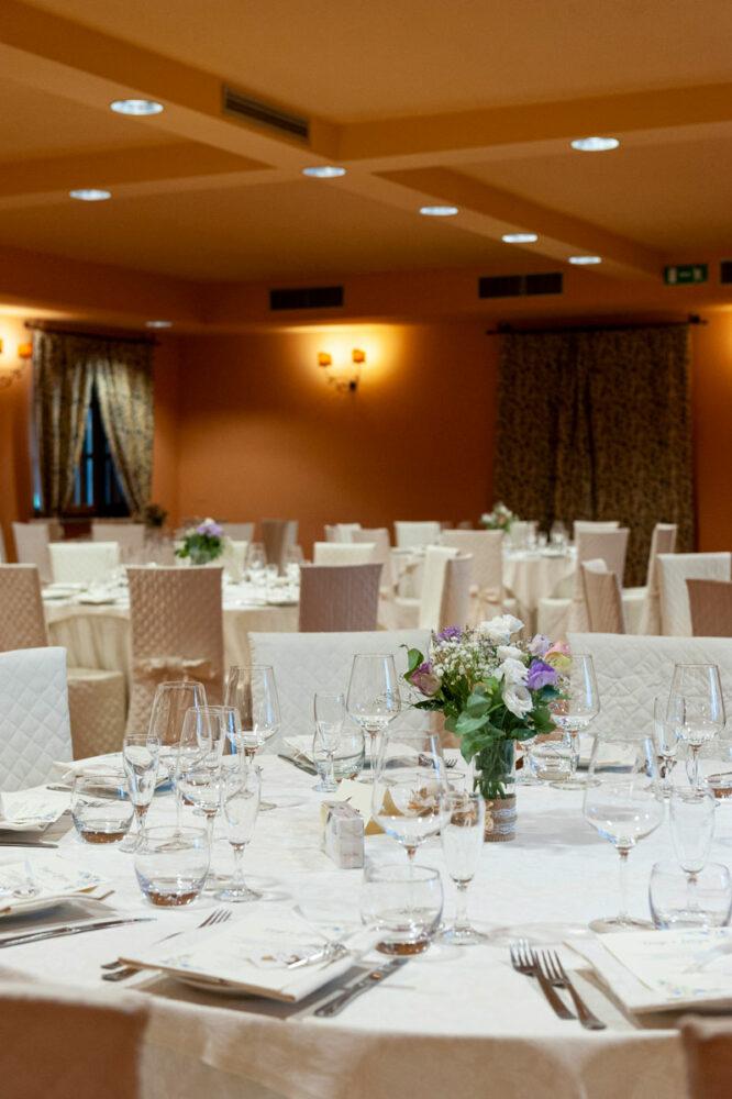 la-fattoria-spoleto-ristorante-pizzeria-albergo-apparecchiamento-sale-interna-per-matrimonio