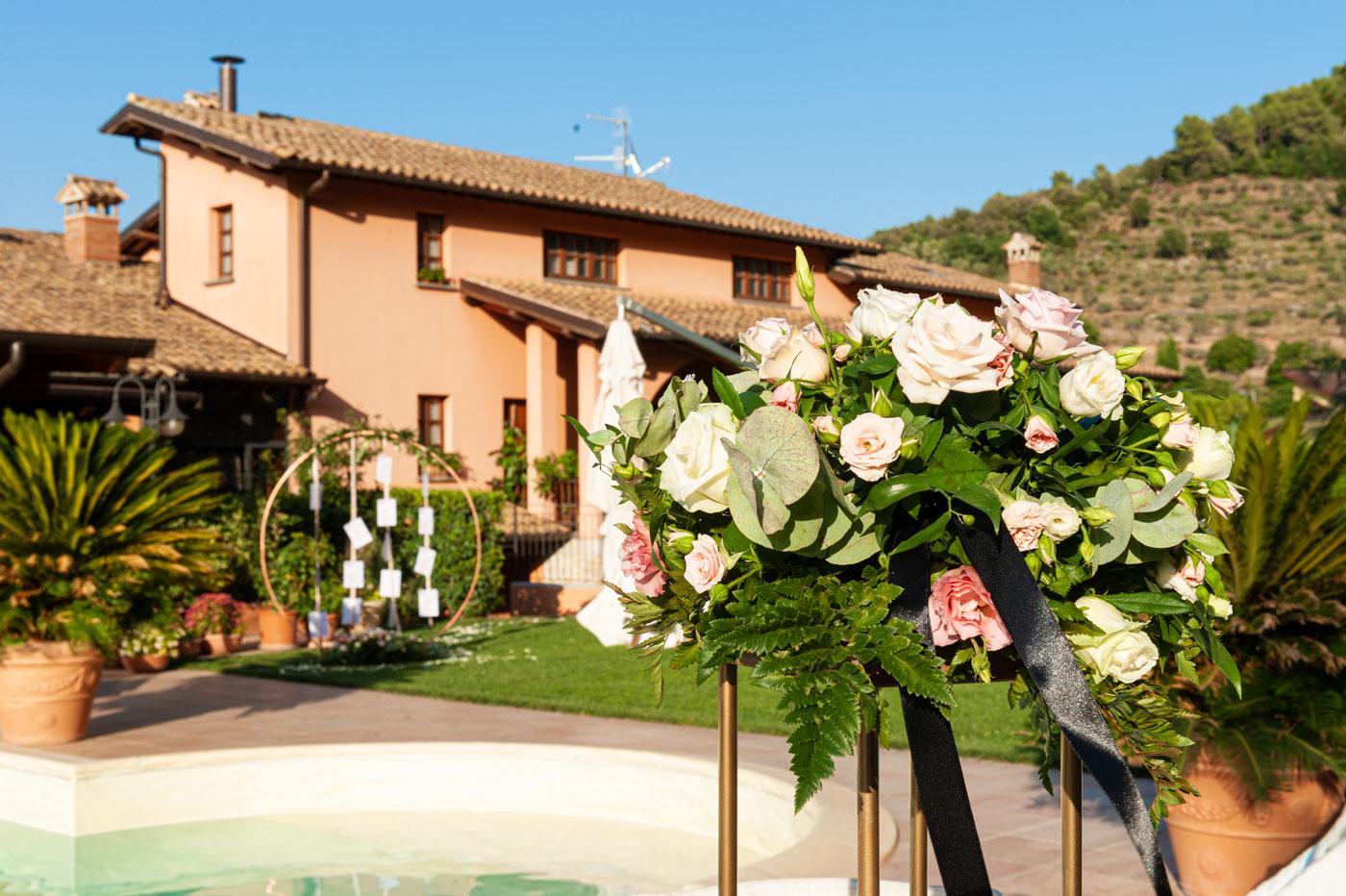 la-fattoria-spoleto-ristorante-pizzeria-albergo-dettaglio-fiori-allestimento-piscina