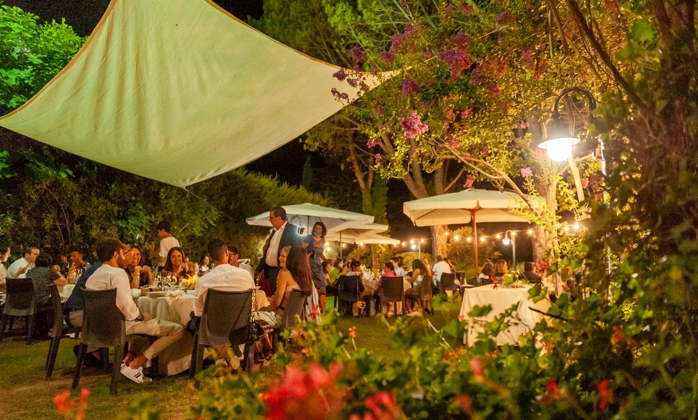 la-fattoria-spoleto-ristorante-pizzeria-albergo-giardino-esterno-comunione-spoleto