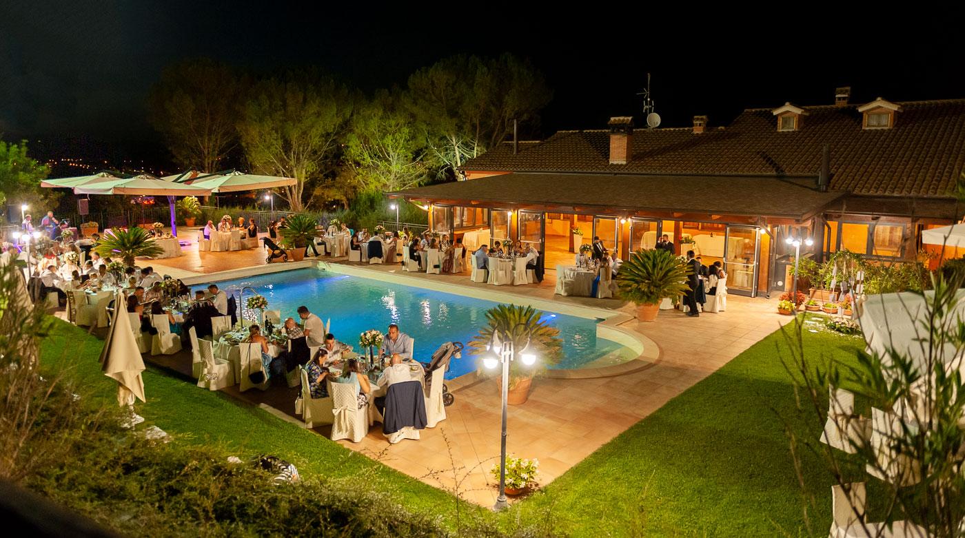 la-fattoria-spoleto-ristorante-pizzeria-albergo-piscina-esterna-evento-matrimonio-in-piscina-spoleto