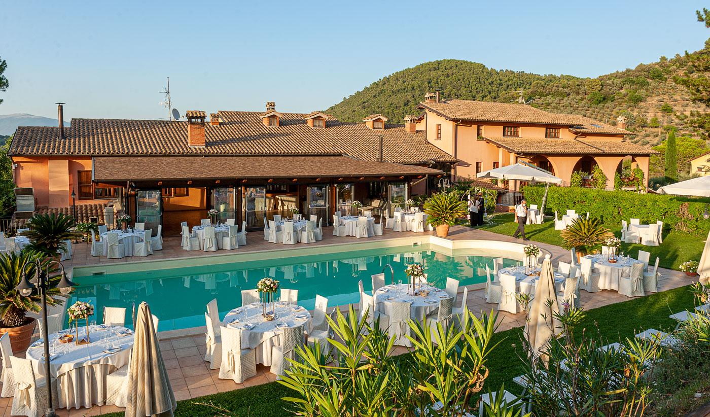 la-fattoria-spoleto-ristorante-pizzeria-albergo-piscina-esterna-evento-matrimonio-spoleto-allestimento