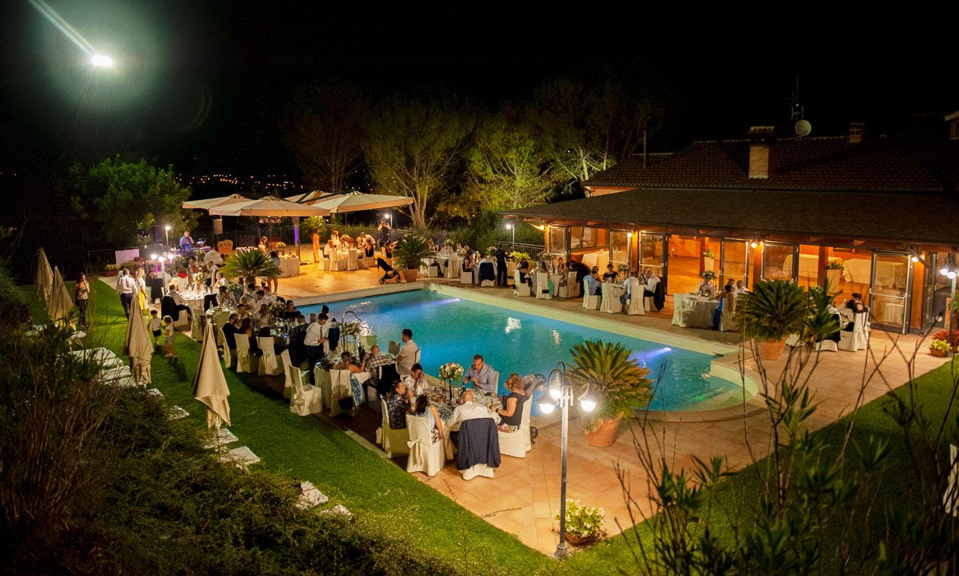 la-fattoria-spoleto-ristorante-pizzeria-albergo-piscina-esterna-evento-matrimonio-spoleto
