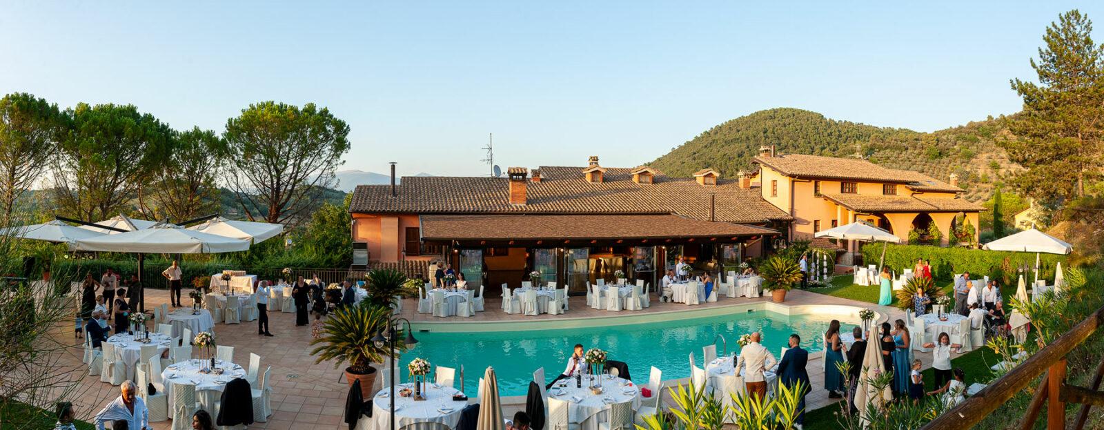 la-fattoria-spoleto-ristorante-pizzeria-albergo-piscina-esterna-evento-matrimonio-spoleto-panoramica