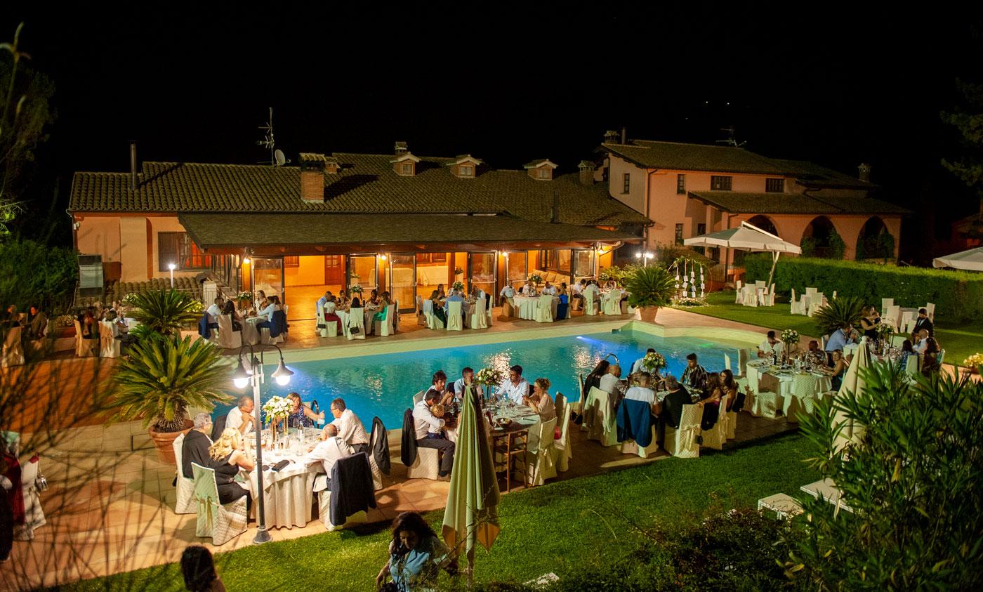 la-fattoria-spoleto-ristorante-pizzeria-albergo-piscina-esterna-evento-matrimonio-spoleto-san-giovanni-di-baiano