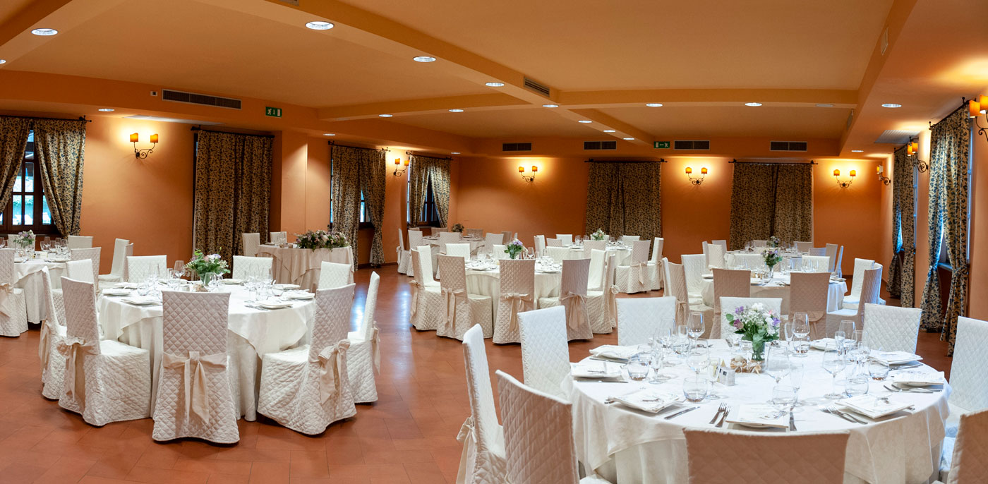 la-fattoria-spoleto-ristorante-pizzeria-albergo-tavola-imbandita-matrimonio-sala-superiore